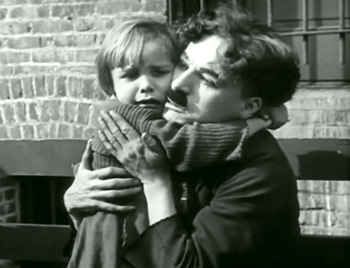 charlie-chaplin-the-kid-cuddle